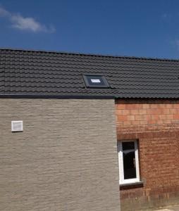 Wij plaatsen zowel pannendaken als platte daken (bitumen).